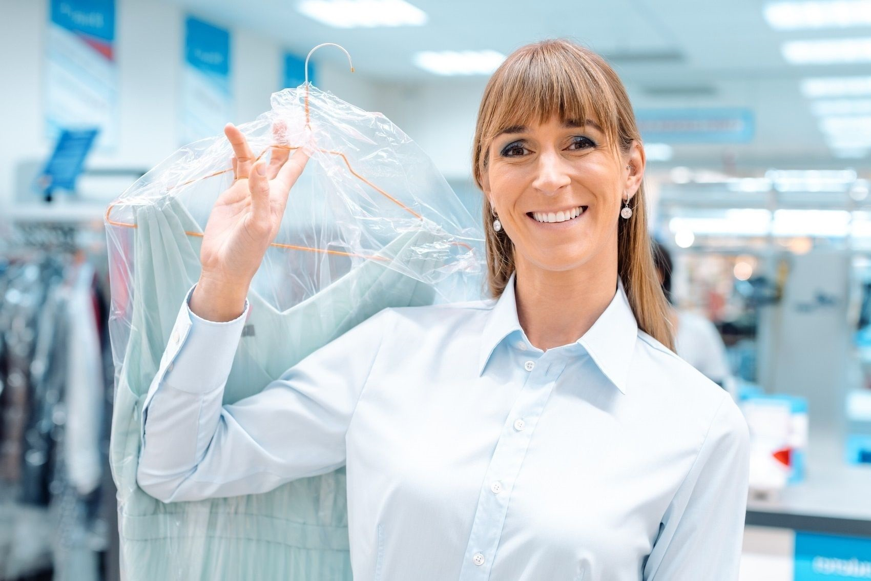 woman_delivering_hung_laundry