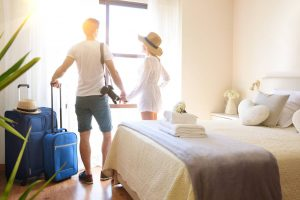 couple_arriving_into_a_hotel_room